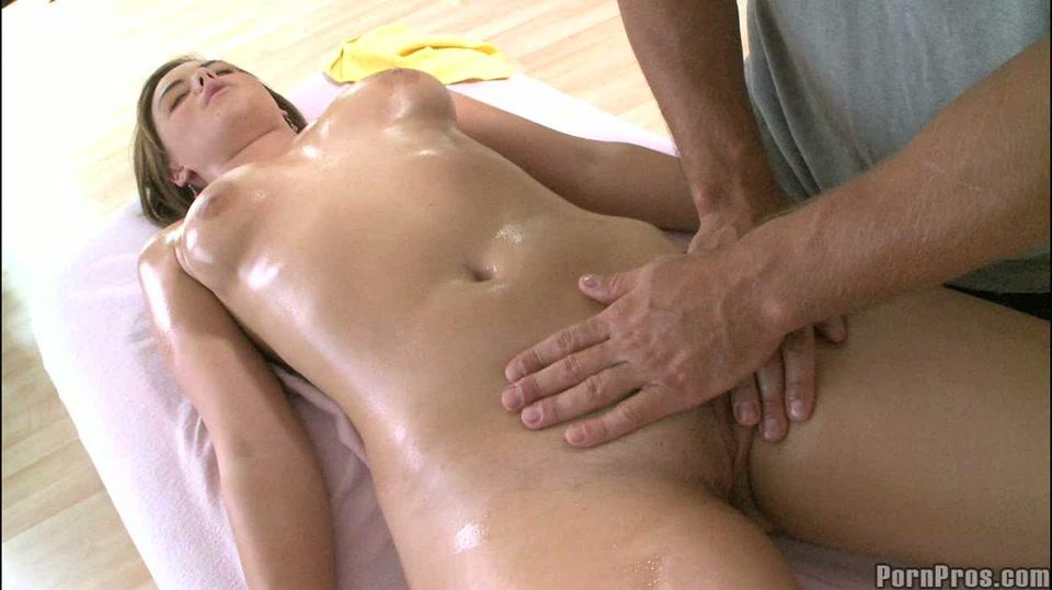 ruw nuru massage geschoren kutje